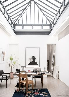 phillip lim's nyc studio - love the glass roof Patio Interior, Interior And Exterior, Room Interior, Nyc Studio, Glass Roof, Glass Ceiling, Ceiling Decor, Deco Design, Home And Deco
