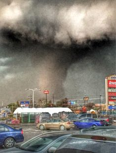 this photo of a tornado yesterday evening in Oklahoma. It went on to destroy 40 homes and kill 2 people.