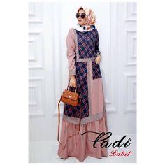 Pre Order Nabila Dress by Padi Label . Detail Bahan Flanel mix valentino All size LD 104 PB 140 Busui & Wudhu friendly . Modest Fashion Hijab, Abaya Fashion, Muslim Fashion, Fashion Dresses, Hijab Skirt, Hijab Abaya, Simple Long Dress, Hijab Wedding, Hijab Trends