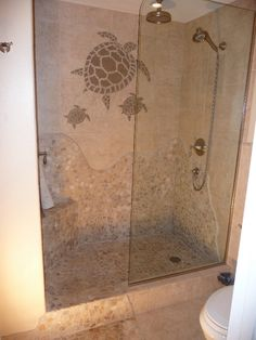 doorless shower idea for a fairly small bathroom Coastal Bathrooms, Beach Bathrooms, Chic Bathrooms, Bathroom Vanities, Beach Kitchens, Bathroom Ideas, Beach Theme Bathroom, Beach Shower, Shower Pan