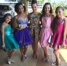 THE GIRLS ALL LOOK SO BEAUTIFUL HEADED TO THE TCA's❤️ Kenzie can finally meet her bf!;) but where's Chlo?!!