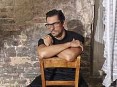 David Gandy and Dolce & Gabbana see their iconic partnership come to fruition once more. The British model reunites with the Italian fashion house as the face… Dolce And Gabbana Eyewear, Dolce Gabbana Logo, David Gandy, Selfies, Don Black, Male Magazine, Grown Man, All Smiles, Grey Hoodie