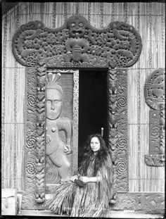 Makereti Papakura of Te Rauru meeting house, Whakarewarewa Sculpture Art, Metal Sculptures, Abstract Sculpture, Bronze Sculpture, Polynesian People, Maori Patterns, Maori People, Maori Designs, Nz Art