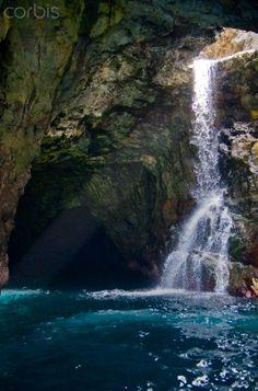 Waiahuakua Sea Cave, Na Pali Coast, Kauai, Hawaii