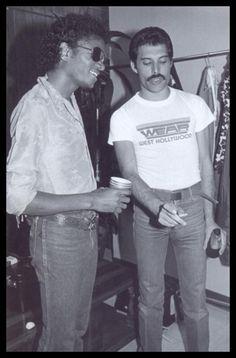 Michael Jackson & Freddie Mercury(Lead singer for Queen) Freddie Mercury Michael Jackson, Ali Michael, Queen Freddie Mercury, Chuck Norris, Jimi Hendrix, Beatles, Freddie Mecury, Jackson Family, School Pictures