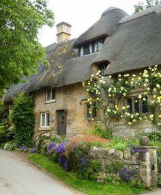 Cottage Living, Cozy Cottage, Cottage Homes, Cottage Style, Cottage Gardens, Beautiful Buildings, Beautiful Landscapes, Beautiful Homes, Beautiful Places