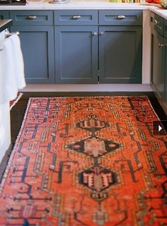 squaremeal:    (via cook / blue lower cabinets, white kick-board with red persian rug)