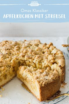 streusel This juicy apple pie convinces with a wonderful shortcrust pastry base, juicy apples and wonderfully delicious sprinkles. pie with crumble Easy Rice Recipes, Healthy Dessert Recipes, Pie Recipes, Easy Desserts, Baking Recipes, Brownie Recipes, Dessert Simple, 3 Ingredient Desserts, Naked Cakes