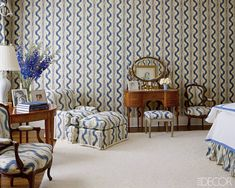 Home of Aerin Lauder: In Estee Lauder's former East Hampton bedroom, the walls, curtains and upholstery feature a Pierre Frey fabric; the dressing table is Louis XVI style. Pierre Frey, Hamptons Bedroom, Hamptons House, The Hamptons, Aerin Lauder, Estee Lauder, Celebrity Houses, Traditional Decor, Of Wallpaper