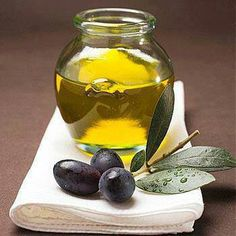 Olives and olive oil add to the overall health of your body. Try to eat them raw, in a salad or over veggies. Healthy Food To Lose Weight, Healthy Fats, Reduce Weight, Natural Home Remedies, Herbal Remedies, Greek Olives, Eyelash Growth, Belleza Natural, Before Us