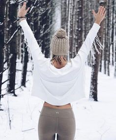 @carlymichell playing in the snow in our Moto Legging ❄️❄️ #aloyoga #beagoddess
