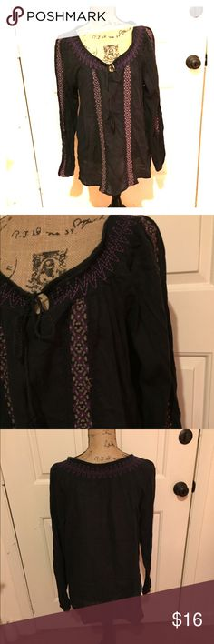 "🆕 Vintage America by Nine West blouse Style is ""Robinson."" Preloved but lots of life left! 👺NO TRADES DONT ASK! ✌🏼️Transactions through posh only!  😻 friendly home 💃🏼 if you ask a question about an item, please be ready to purchase (serious buyers only) ❤️Color may vary in person! 💗⭐️Bundles of 5+ LISTINGS are 5️⃣0️⃣% off! ⭐️buyer pays extra shipping if likely to be over 5 lbs 🙋thanks for looking! Nine West Tops Blouses"