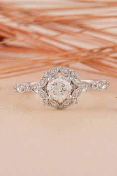 Completely in love with this vintage engagement ring!