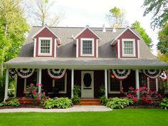 Fourth of july front porch decor | 4th of July Decor. Red, White & Blue Americana Bunting on Front Porch.