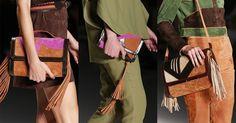 Blocos de cor em tons invernais colorem as bolsas de camurça que compõem os looks da coleção Verão 2016 de Lilly Sarti