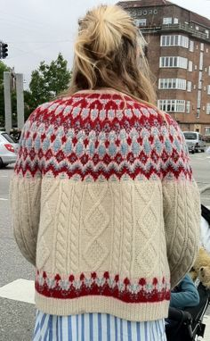 Wow, Fair Isle and cables! Sweater, Bohus with Aran Knitting Blogs, Knitting Designs, Knitting Patterns Free, Knit Patterns, Free Knitting, Knitting Projects, Knitting Ideas, Icelandic Sweaters, Fair Isle Pattern