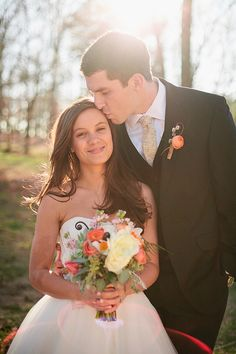 rustic bride and groom. this blog has lots of pretty photo ideas