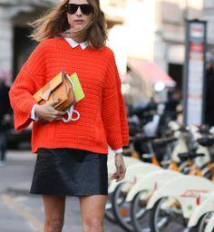Un pull corail, beau look de la Fashion Week automne hiver 2014-2015 - Cosmopolitan.fr