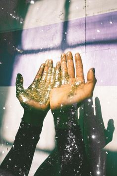 I wish I had a space to take glitter pictures like these.