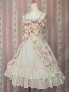 gorgeous victorian maiden...my all time favorite asthetic