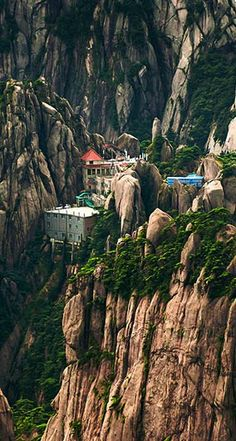 Jade Screen Hotel in Huangshan, China  for more fashion and style visit www.repsacenterprise.com... visit our store:  http://www.ebay.com/usr/miscellaniadtw