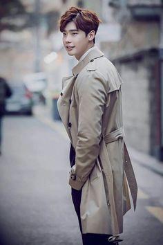 #LeeJongSuk Burberry Trench Coat #이종석 #李钟硕 #イジョンソク  #KiHaMyung #Pinocchio