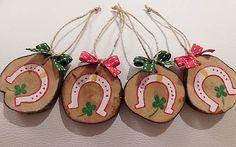 RebekaP / Pre šťastie - drevené ozdôbky Christmas Ornaments, Holiday Decor, Home Decor, Decoration Home, Room Decor, Christmas Jewelry, Christmas Decorations, Home Interior Design, Christmas Decor