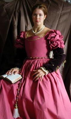 Pink Bronzino gown- repro of 1591 gown Italian Renaissance Dress, Renaissance Costume, Renaissance Dresses, Medieval Costume, Renaissance Fashion, Tudor Fashion, Italian Outfits, Italian Fashion, Italian Clothing