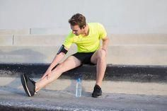 Nearly every runner has experienced shin splints at one time or another. Expert Sascha Wingenfeld shows you how you can prevent and relieve lower leg pain. Shin Splint Exercises, Shin Splints, Sport Fitness, Health Fitness, Lower Leg Pain, Body And Soul, Self Care, The Cure, Running
