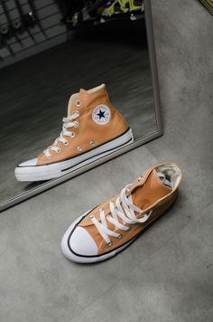 converse converse all star converse all star mostarda all star mostarda tendência Orange Converse, Converse All Star, Converse Shoes, Shoes Sneakers, Vans, Nike Sb, Converse Wallpaper, Skate Shop, Thrasher