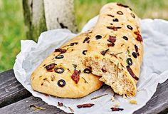 Veganská focaccia Bread, Meals, Cookies, Chicken, Ethnic Recipes, Desserts, Food, Crack Crackers, Tailgate Desserts