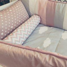 www.projetodegente.com.br a cada kit-berço, um novo pequeno amor ♡♡♡ este já está prontinho para embalar os sonhos e o coração de uma liinda bebê que está chegando por aí! :) #kitberço #menina #berço #nossosprodutos #projetodegente