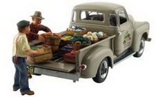 Autoscene Paul's Fresh Produce Pickup Truck w/Figures HO Scale Woodland Scenics