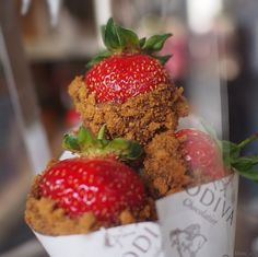 Sweet British Strawberries dipped in our molten Belgian chocolate & coated with a crisp speculoos crumb. You're welcome...