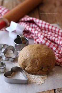 Saporita e croccante, la pasta #frolla #integrale senza burro è ottima per #crostate sane e golose o per preparare golosi #dolci e #biscotti per la #merenda o la prima #colazione.