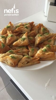 Milflöy Baklava Yummy Recipes, Cookie Recipes, Yummy Food, Turkish Kitchen, How To Cook Ham, Puff Pastry Recipes, Spinach And Feta, Caramelized Onions, Sweet And Salty