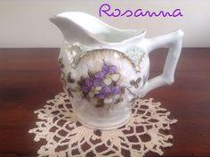 lattiera con medaglione violette