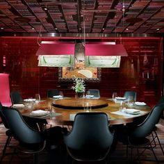 Restaurante Jaleo, no hotel The Cosmopolitan, em Las Vegas, EUA. Projeto do escritório Rockwell Group. #restaurante #restaurant #sentidos #sense #artes #art #arte #decoração #decor #architecturelover #arquitetura #architecture #design #interior #interiores #projetocompartilhar #shareproject #davidguerra #lasvegas #eua #usa #jaleo #thecosmopolitan #rockwellgroup