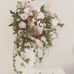 Catherine Muller Flower School in London and Paris Centrepieces, Flower Centerpieces, Table Centerpieces, Schools In London, Wedding Details, Wedding Ideas, Flower Basket, Floral Style, Floral Designs