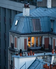 Every day, new French words to discover. Because French is beautiful. Parisian Apartment, Dream Apartment, Art And Architecture, Architecture Details, Dream Home Design, House Design, City Aesthetic, Paris Street, Nocturne