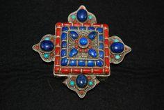 Tibetan Gau: silver, turquoise, lapis lazuli and coral. Mid 20° century, Nepal TIBA57