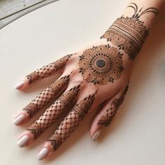 Circle Mehndi Designs, Pretty Henna Designs, Henna Tattoo Designs Simple, Finger Henna Designs, Back Hand Mehndi Designs, Latest Bridal Mehndi Designs, Full Hand Mehndi Designs, Mehndi Designs Book, Mehndi Designs For Girls
