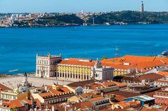 48 horas en Lisboa - via Food and Travel Mexico 11.06.2015    Deslumbrante y multicultural, la capital portuguesa tiene callejones encantadores, vida de barrio, noches inesperadas y restaurantes inolvidables... #lisbon #portugal #travel #viajes #turismo #foodie Foto: Lisboa