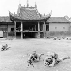 Carl Mydans, Chinese Soldiers Practicing in Temple Courtyard, 1941. Pin by Paolo Marzioli