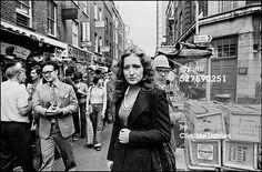 American singer-songwriter Bonnie Raitt in Berwick Street Market, London, 1976.