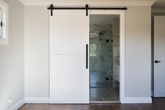 #ensuitebarndoor #barndoors #modernhamptons #hamptons #architecturalstyle #luxuryhomes #hallharthomes