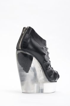 these are totally incredible ( and nice ;) > are they by Margiela? > who knows?