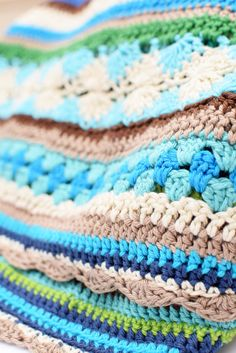CAL2014 Crochet blanket By Ingrid de Vries Love the navy, aqua and lime together. Nice selection of stitches too.