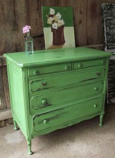 57 Ideas for green distressed furniture inspiration Distressed Furniture, Repurposed Furniture, Shabby Chic Furniture, Vintage Furniture, Distressed Dresser, Chalk Paint Furniture, Furniture Projects, Furniture Makeover, Diy Furniture