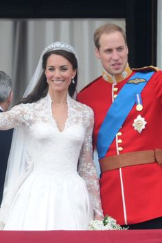 Prince William and Kate Middletons balcony kiss